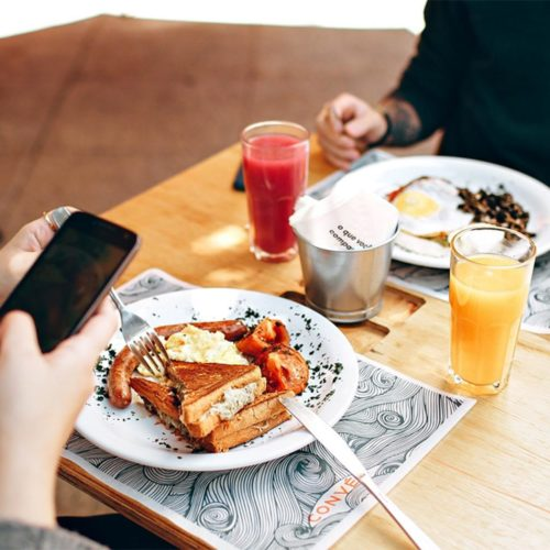 عادتهای بد و عجیب استفاده از گوشیهای هوشمند